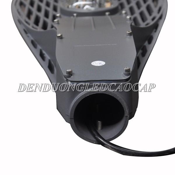 Cần đèn thiết kế cố định với thân đèn