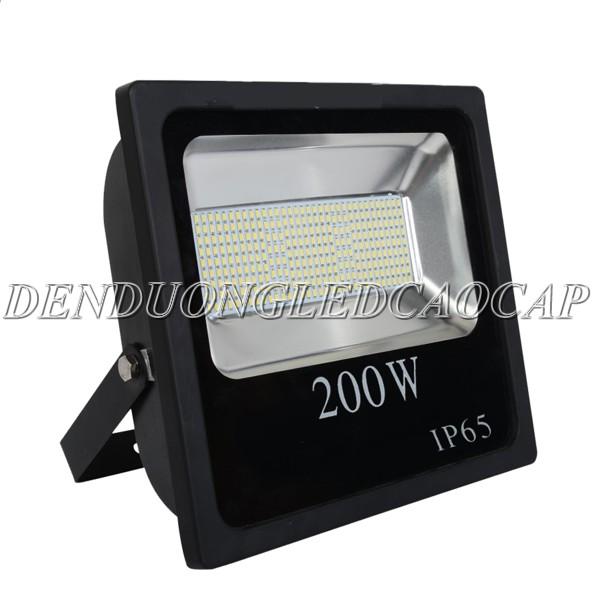 Đèn pha LED sử dụng chip LED SMD
