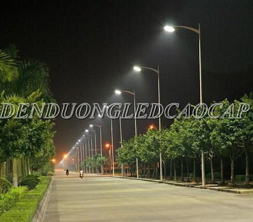 Đèn đường LED D18-100 chiếu sáng đường đi KCN